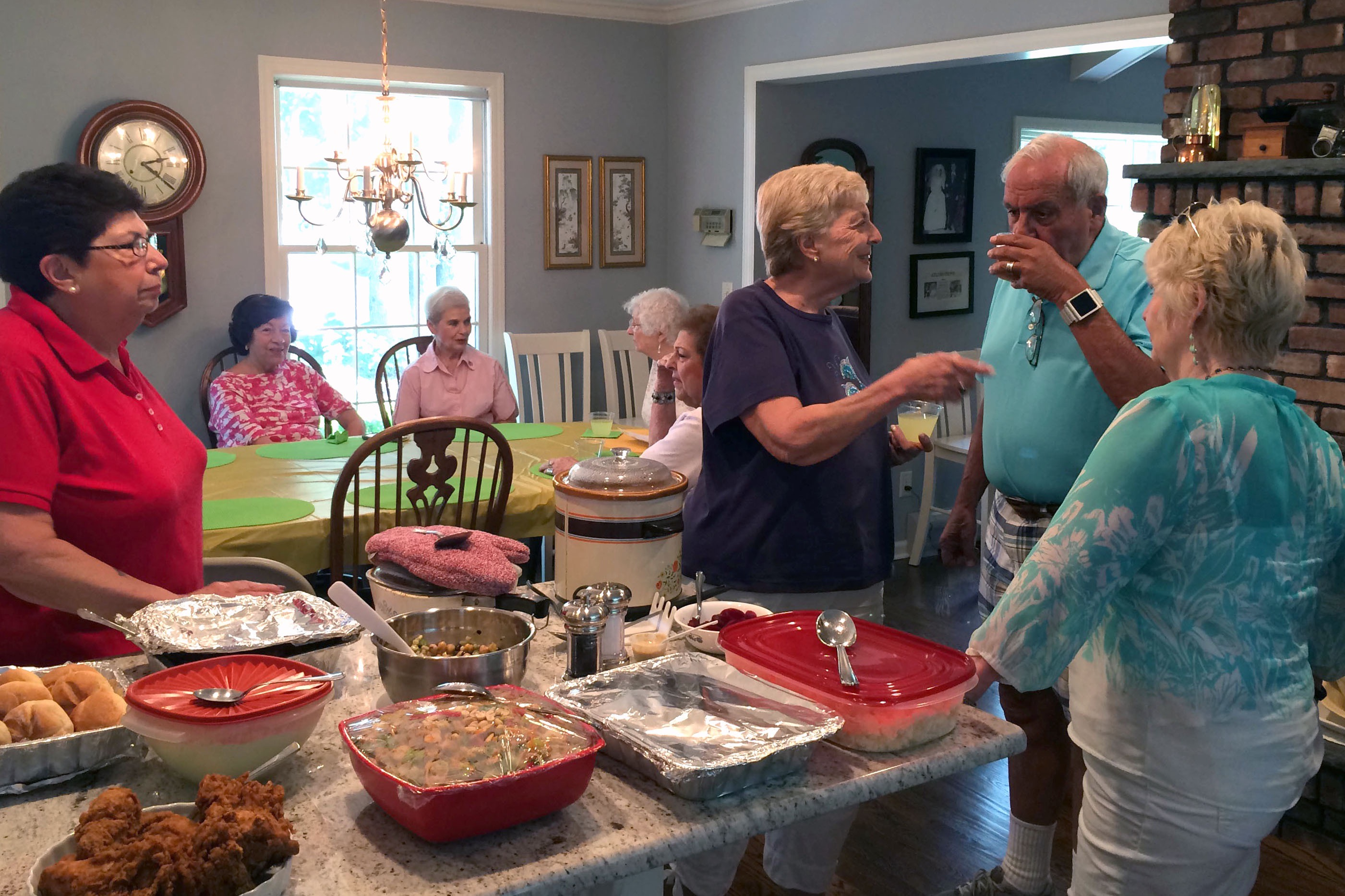 Tina Pellicciari, Bev Walsh, Joel Katz and Pat Bernius socialize at the picnic while Kathy Mucignat, Marge Detweiler, Helen Mekita and Ann Nardo catch up on news. Kathy, Club President from 2007-2009, and her husband, Al, visited Ramsey from their new home in South Carolina.
